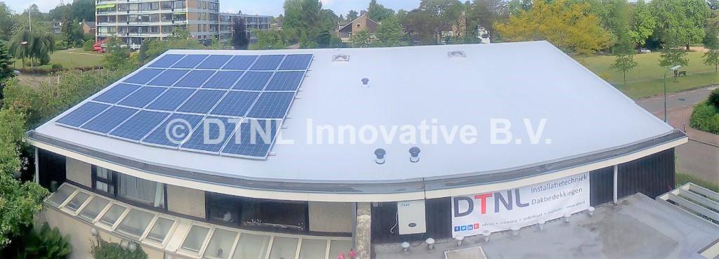 Moderne Alkorplan kunststof dakbedekking met zonnepanelen