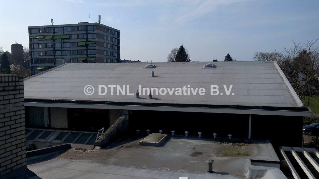 Panorama foto van oude kunststof dakbedekking