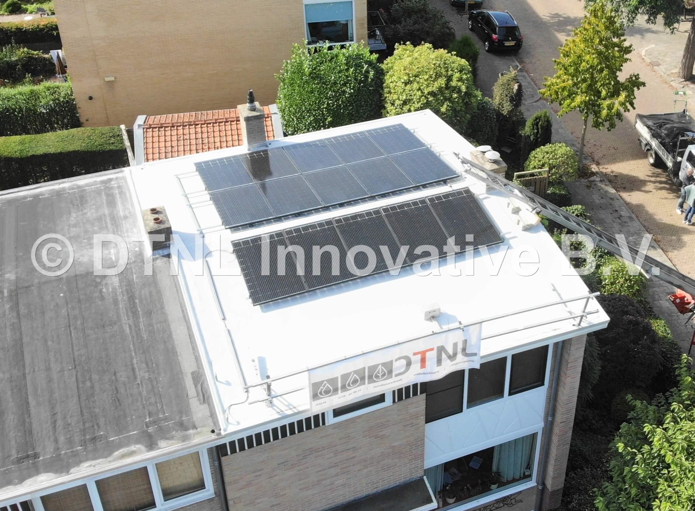 Zonnepanelen op PVC dakbedekking