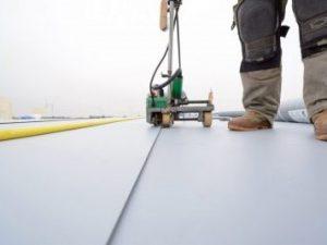 Dakdekker voor kunststof dakreparaties in Veenendaal