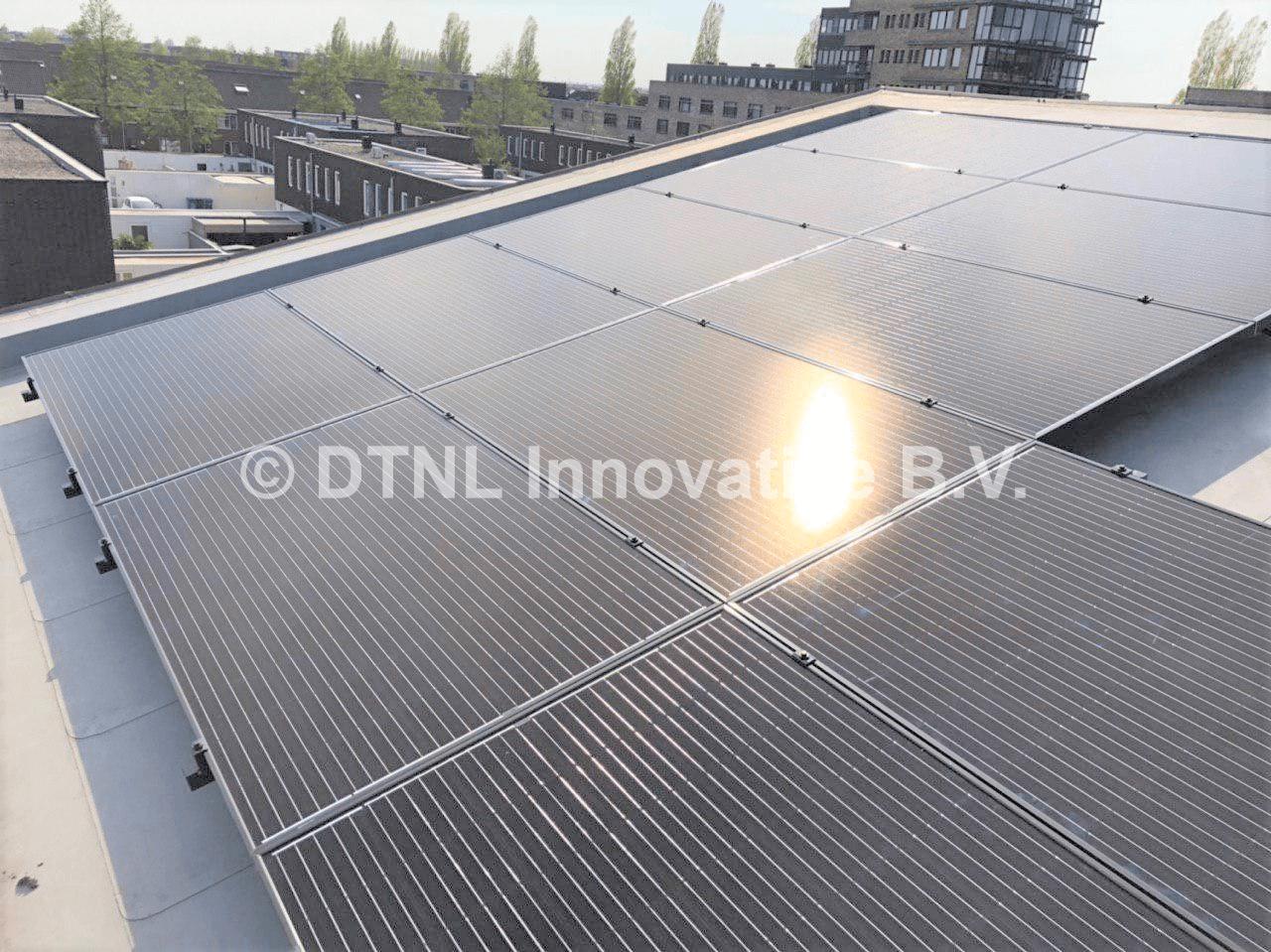 zonnepanelen op hellend pvc dak