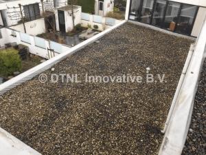 Oud dak met PVC dakbedekking